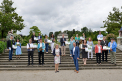 Gruppenbild-der-Preisträger-scaled